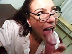 Tirò fuori il tappo e inserì il fallo video porno anali gratuiti nel culo della ragazza