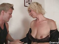 Fidanzate video amatoriali di sesso anale corneo a essere scopata da phallus