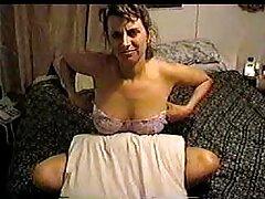 Ha piantato un cancro sesso anale film porno su sua moglie davanti alla telecamera e poi l'ha lasciata dormire