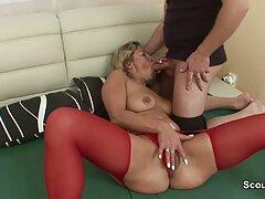 Sessione fotografica video porno sesso anale di una bruna con un sequel di anale