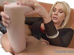 Sesso sesso anale video porno con bruna con calze bianche