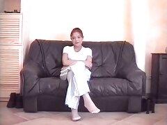 La ragazza rilascia la tensione tra le gambe con sesso anale filmati il vibratore
