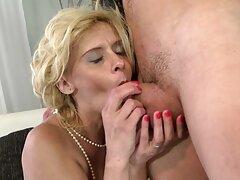 Mistress prendendo un pompino in video porno anali italiani gratis profondità in cucina