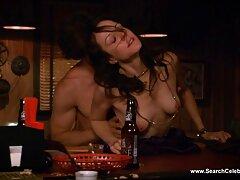 Ragazza masturbazione sesso anale video porno con un pettine