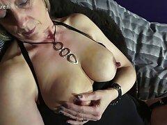Lentamente succhiare lo sperma video gratis sesso anale dal membro del