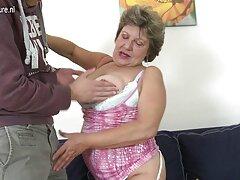 Mistress li fanno leccare video sesso anale mature i piedi e non calpestare