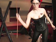 Rigoroso video porno sesso anale boss sciogliere privato durante l'esercizio