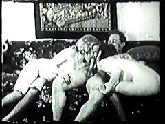 Sotto il suono del jazz video hard anale capezzoli procace giocosamente spogliarsi