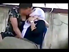 Uomo guardando un film porno con due ragazze video sesso gratis anale